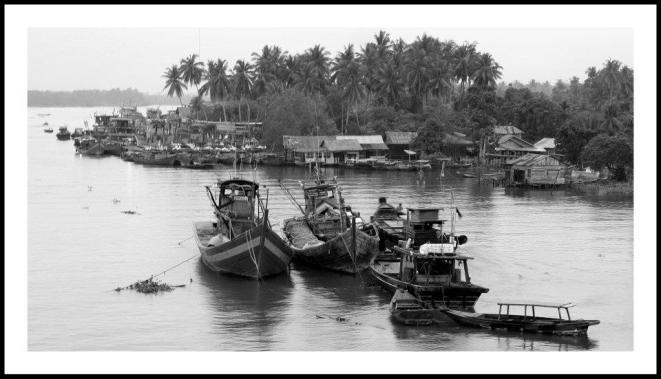 Perahu-perahu nelayan yang tertambat pada pagi hari di Sungai Asahan, Tanjung Balai. ( WordPress/Ogy Febri Adlha.)